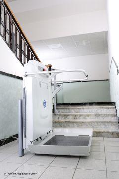 rollstuhllifte treppen ohne probleme berwinden. Black Bedroom Furniture Sets. Home Design Ideas