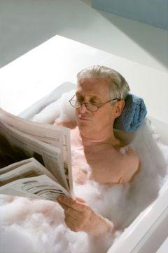 Der Badewannenlift kann jederzeit günstig für die Badewanne genutzt werden